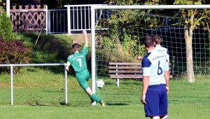 In der Fußball - Kreisliga gewinnt der SV Fortuna Griesheim (in Grün, hier ) gegen die Zweite des SV 09 Arnstadt mit 3:0.